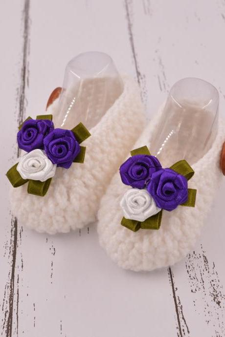 Cute crochet baby booties with 3 flower - White
